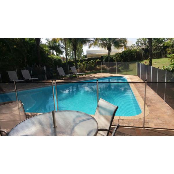 Cerca de proteção para piscina